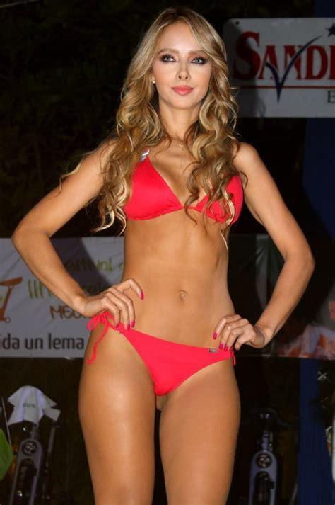 modelos de mujer fabula 8483106027 desfile st even chamela medell 237 n modelo st even triangular rojo moda