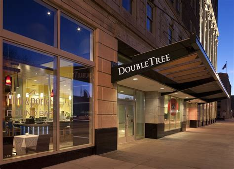 hton inn detroit doubletree suites by detroit downtown fort shelby