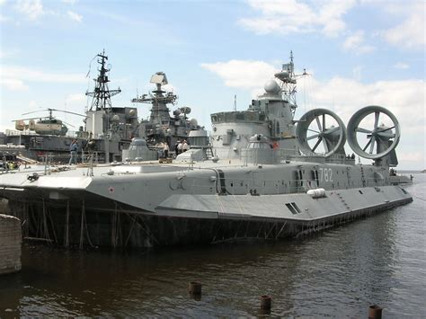largest boat makers in the world the world s largest hibious landing craft air cushion