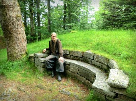 garden wall bench best 25 stone bench ideas on pinterest stone garden bench garden benches and