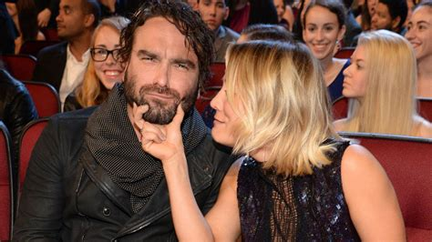 hochzeitskleid amy big bang theory kaley cuoco shuts down johnny galecki dating rumors after