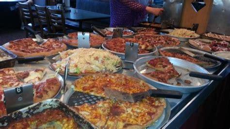 Pizza Buffet Meats Veggies Dessert Pizzas Yeah Pizza Hut Dinner Buffet