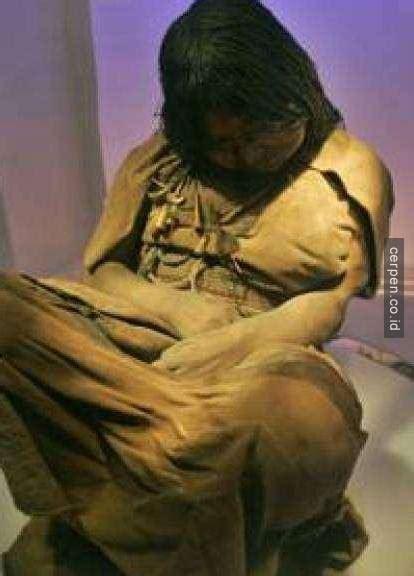 Baju Pria Mumi From Wamena ilmuwan ini menemukan jasad berusia 500 tahun yang hanya