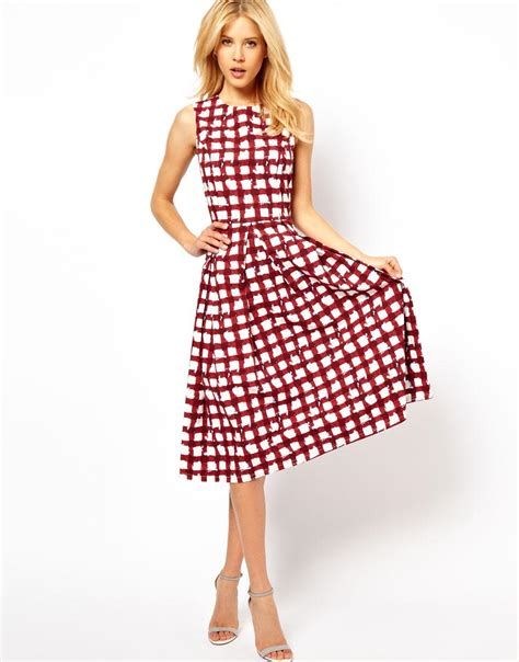 Check Dress tracking the commercial success of plaid tartans
