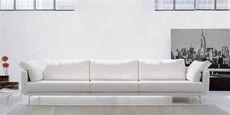 divano in pelle bianco divano bianco pelle ingiallito idee per il design della casa