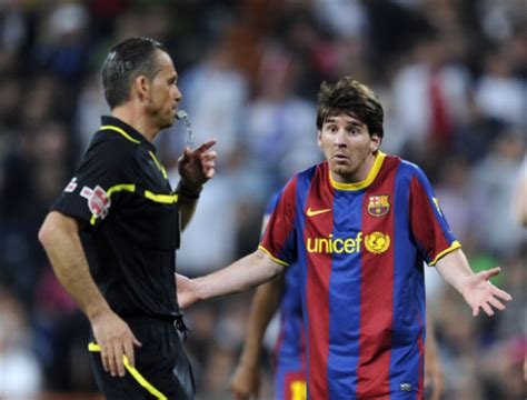 barcelona referee messi and referee fc barcelona photo 21089412 fanpop
