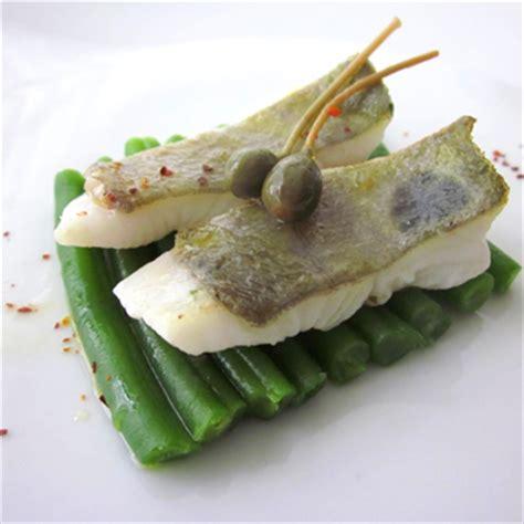 cucinare pesce san pietro ricetta filetto di pesce san pietro con fagiolini e capperi