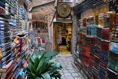 libreria alta libreria acqua alta venice
