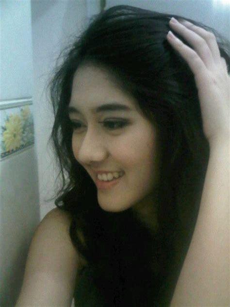 blogger perempuan indonesia pengargaan dunia music film artis perempuan indonesia
