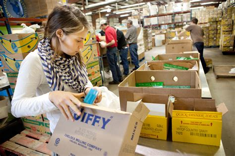 Manna Food Pantry by Area Nonprofits Look To Provide Oasis For Food Desert