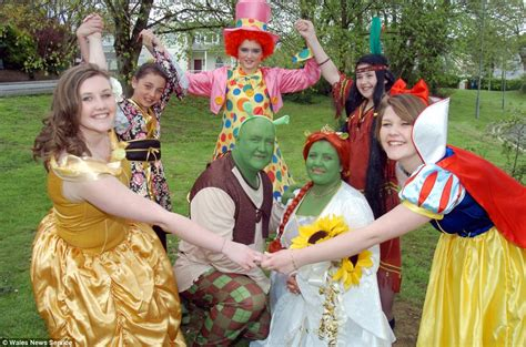 fairytale wedding as fans tie the knot dressed as shrek characters daily mail