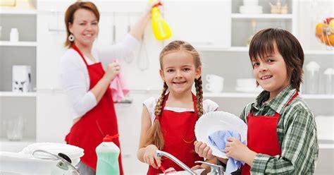 Pflichten Im Haushalt 5848 by Ab Wann K 246 Nnen Kinder Im Haushalt Helfen 187 Kindinfo De