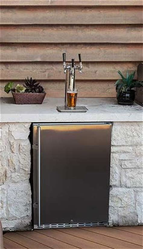 8 Tips For Designing An Awesome Outdoor Kitchen Outdoor Kitchen With Kegerator