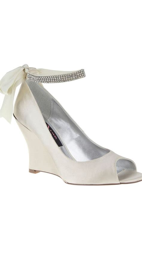 Dressy Wedge Heels For Wedding by A Great Dressy Shoe Option For An Outdoor Wedding