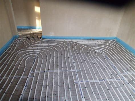 verlegen fuã bodenheizung schlangen im haus fussbodenheizung verlegt 187 wir bauen