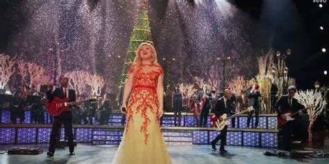 underneath the tree video gets kelly clarkson in the