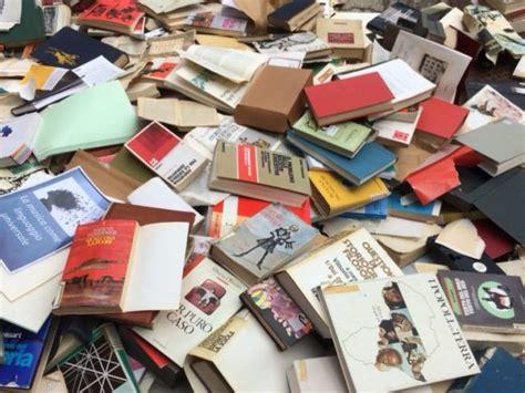 libreria la scolastica pisa libri liceo al macero con galletti m5s il caso