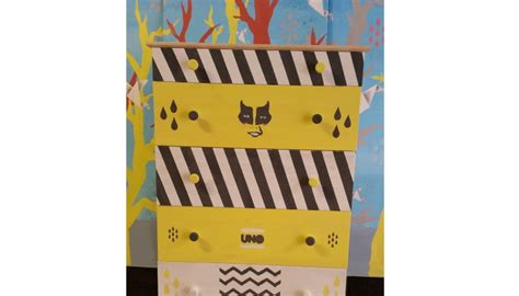 cassettiere decorate cassettiera ikea decorata dallo streetartist uno