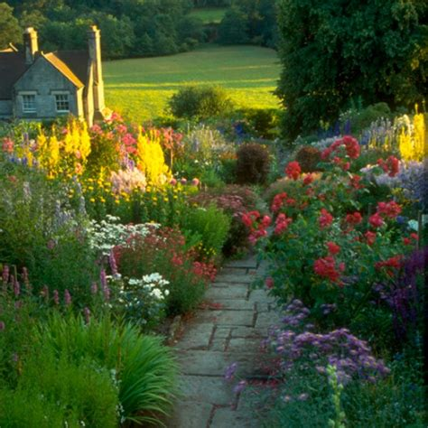7 stunning country gardens