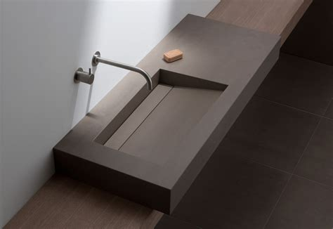 waschtisch mit ablaufrinne badgestaltung in dunkler keramik bad und sanit 228 r news