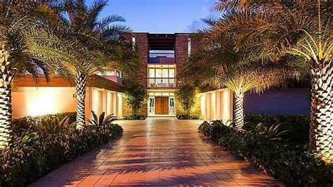 Upper Ceiling by Ndamukong Suh Drops 6 5 Million On Flashy Florida