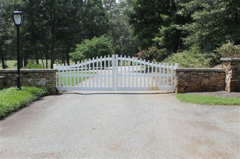 swinging gate farm 12 best ideas about residential farm gates on pinterest