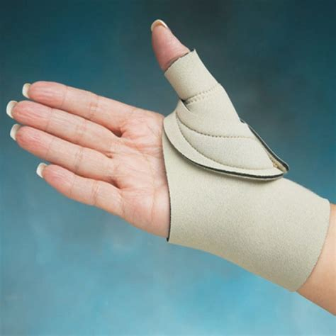 cool comfort thumb splint comfort cool thumb splint cmc restriction wrap left