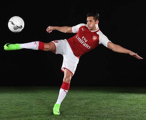 arsenal kit 2017 18 arsenal 17 18 home jersey unveiled soccer365