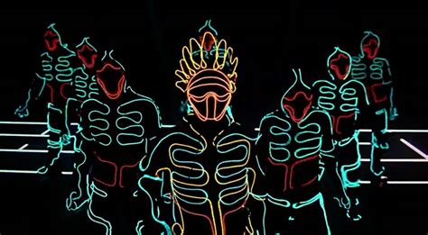 Light Dancers by Electroluminescent Light Suits Create The Illusion Of Stop