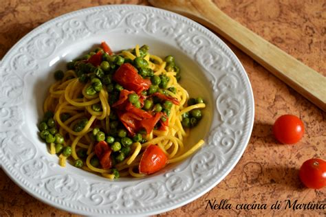 pasta veloce e semplice da cucinare pasta con piselli e pomodorini ricetta semplice vegetariana