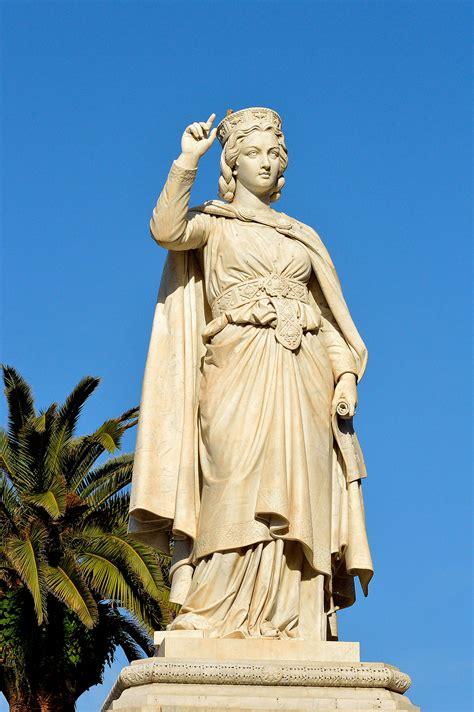 d arborea citt 224 di oristano piazza eleonora e statua di eleonora d
