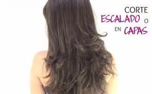 Como cortar el cabello en capas o escalado peinados y cortes de
