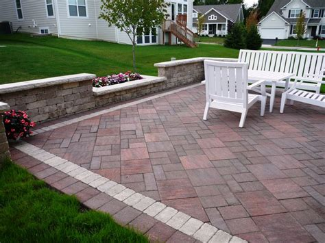 Unilock Il unilock il co in heritage brown with brussels sandstone border patios brown