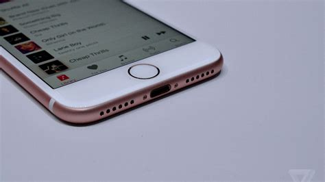 iphone    huge gift  accessory makers  verge