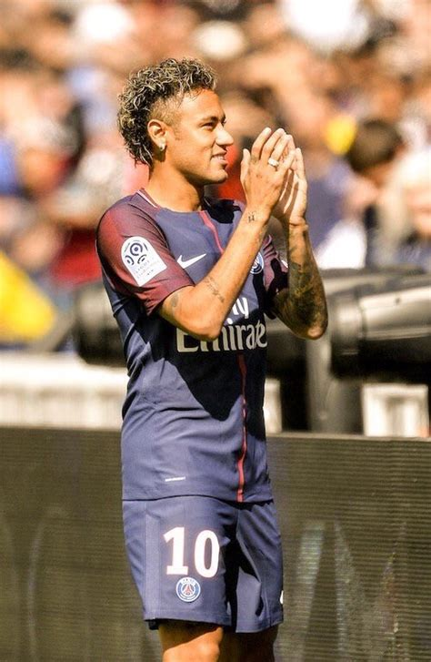 neymar biography in french toyeen b s world photos the eiffel tower welcomes psg