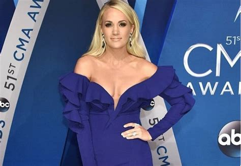 Shefinds News Trouble carrie underwood hospitalized following a fall at
