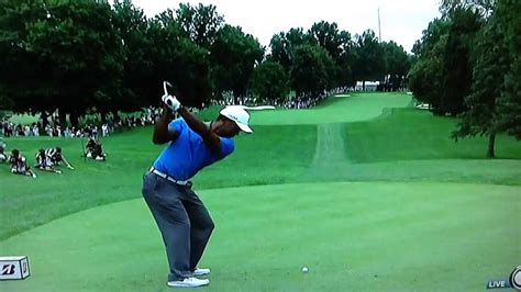 tiger woods swing from behind tiger woods stops his swing at the bridgestone