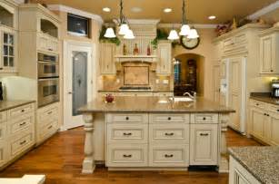 Kitchens With Antique White Cabinets Best Colors For Kitchen Cabinets