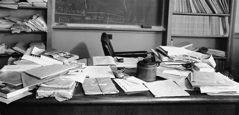 einstein scrivania science shows how with desks are actually