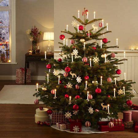 traditionelle weihnachtsbaum dekorieren ideen festlich wir dekorieren den christbaum adventszeit