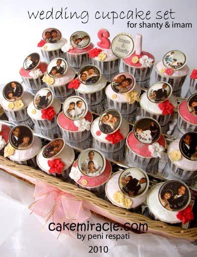 Kursus Cupcakes Di Goukm Center cake miracle by peni respati hantaran pernikahan