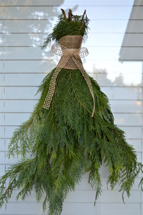 how to make xmas cedar swags weather resistant outdoor decorating ideas fox hollow cottage