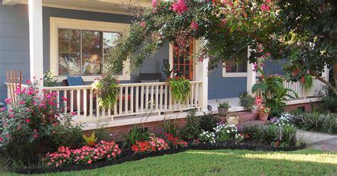contoh desain taman bunga  halaman depan rumah