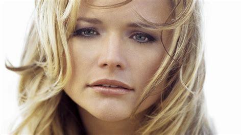 western singers blonde highlight hairstyles miranda lambert countrywestern country western singer