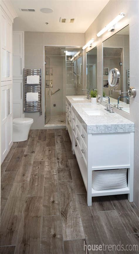 bathrooms with wood tile floors best 25 wood tile bathrooms ideas on tile
