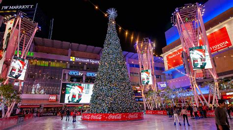 christmas tree at the los angeles staples center the best outdoor skating in los angeles discover los angeles