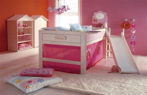 spaß im bett wohnzimmer farben lila