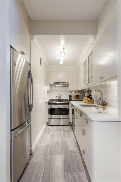 decorar cocina estrecha cocinas alargadas las 250 ltimas tendencias e ideas de