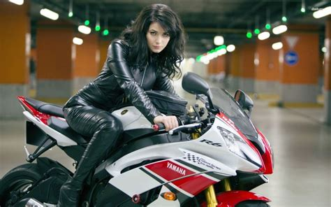 wallpaper leather girl girl on yamaha r6 motorcycle wallpaper things to wear