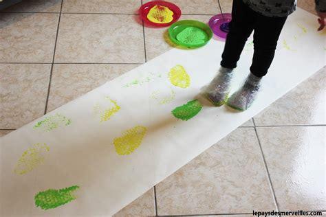 Peinture Sur Papier peindre avec ses pieds et du papier 224 bulles